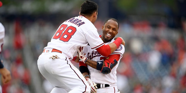 Washington Nationals' Alcides Escobar (right) celebrates his walkoff single Tres Barrera (not shown) scored with Gerardo Parra (88) during the ninth innings of a baseball game against the San Diego Padres on Sunday, July 18, 2021 in Washington .  (AP photo / Nick Wass)