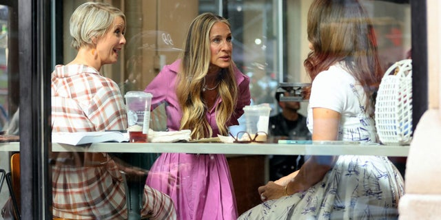 Other images show Parker mid-conversation while meeting up with her fellow co-stars – Cynthia Nixon (Miranda Hobbes) and Kristin Davis (Charlotte York Goldenblatt) – inside of a local coffee shop resembling that of Starbucks.