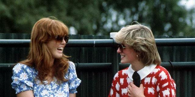 戴安娜王妃 (1961 - 1997, top right) with Sarah Ferguson at the Guard's Polo Club, 温莎, 六月 1983. The women were close friends despite being pitted against each other by the British tabloids.