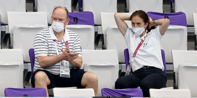 IOC member Prince Albert of Monaco attends day four of the swimming competition of the Tokyo 2020 Olympic Games at Tokyo Aquatics Centre on July 27, 2021 도쿄에서, 일본.