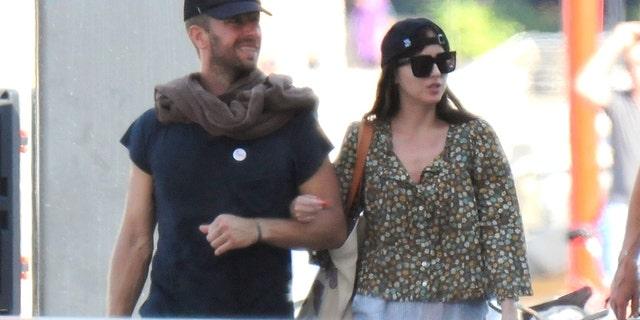 Dakota Johnson y Chris Martin fueron vistos juntos en Palma de Mallorca, España.