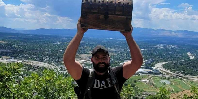 Andy Swanger, from Draper, 犹他州, found a $  10,000 cash treasure hidden in the mountains of Utah.