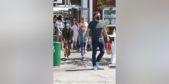 Ben Affleck and Jennifer Lopez were spotted out at lunch with a few of their respective children.
