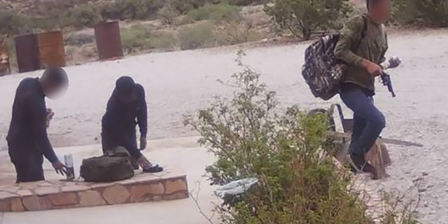 The Hudspeth County Sheriff's Officeresponded along with border agents and took the three migrants into custody.