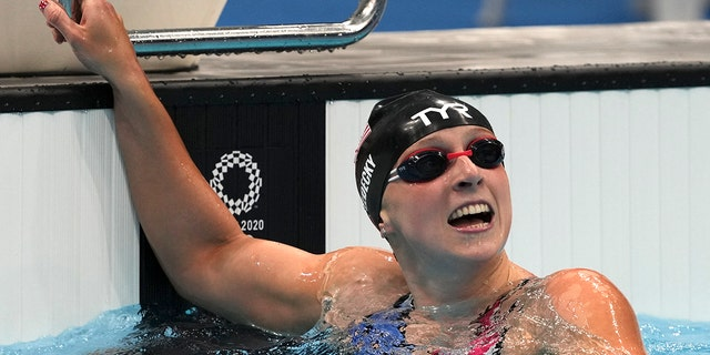 American Katie Ledecky celebrates winning the women's 1500m freestyle final at the 2020 Summer Olympics, Wednesday, July 28, 2021, in Tokyo, Japan.  (AP Photo / Matthias Schrader)