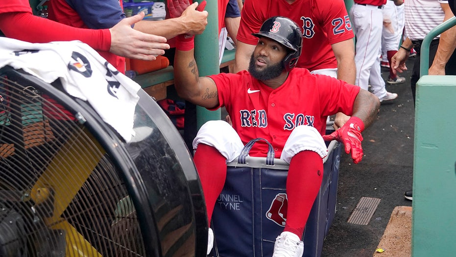 Red Sox hit 4 homers, Eovaldi shuts down Royals in 15-1 rout