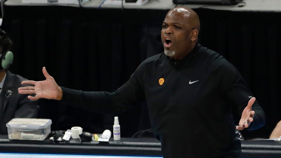 Hawks reach agreement to make Nate McMillan full-time coach