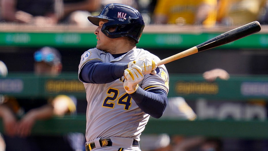 Narváez, García, Peterson lead Brewers to 11th straight win