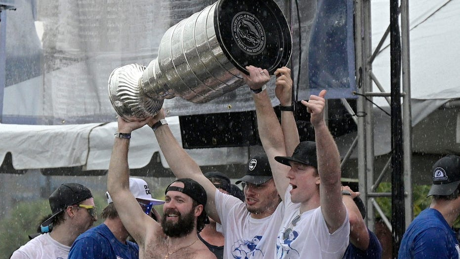 Lightning players dent Stanley Cup at boat parade, trophy heads to Montreal for repairs
