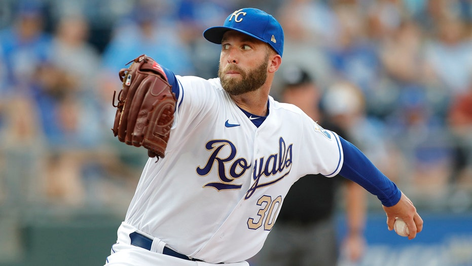 Dodgers get Royals left-hander Danny Duffy for playoff push