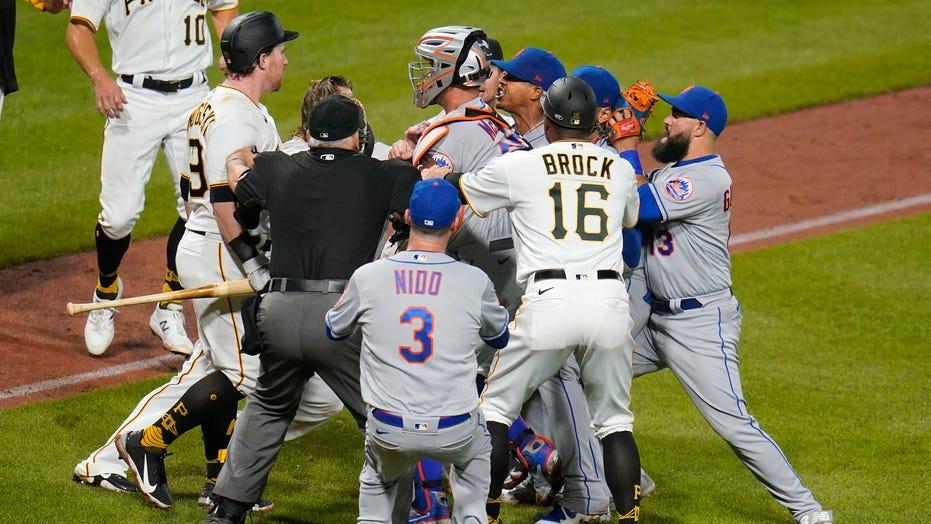 Pirates top Mets 4-1 after shoving match; Lindor injured