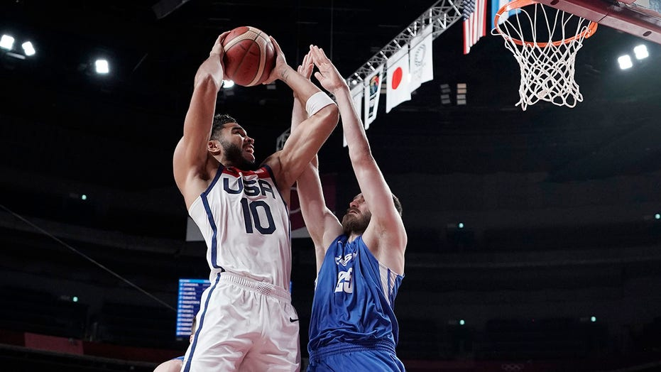 To the quarters: USA routs Czech Republic, 119-84 in Tokyo