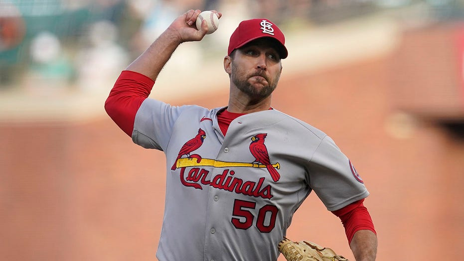 Wainwright wins fourth straight decision, Cards beat Giants