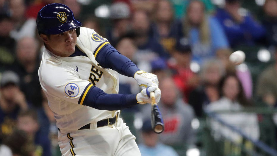 García HR in 8th, Brewers beat Reds to boost NL Central lead