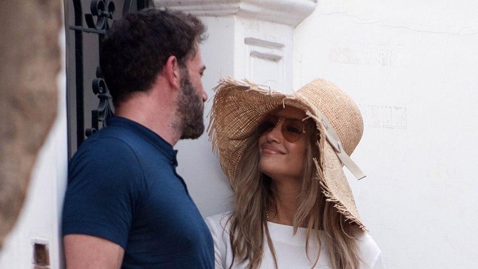 Jennifer Lopez can't keep her eyes off of Ben Affleck during Italian getaway