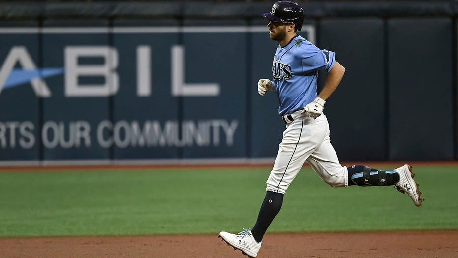 Lowe hits slam, Rays rally with 2 in 9th to beat Indians 9-8