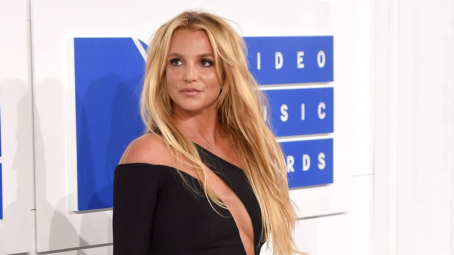 Britney Spears says she thinks about having a 'six pack' like Jennifer Lopez as she dances around in new post