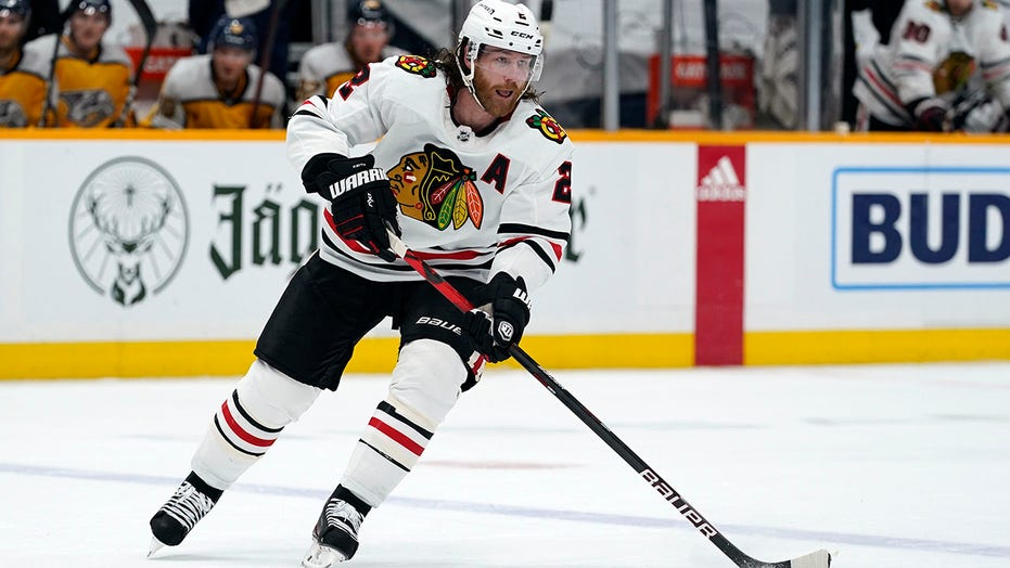 Blackhawks trade Keith to Oilers for Jones, 3rd-rounder