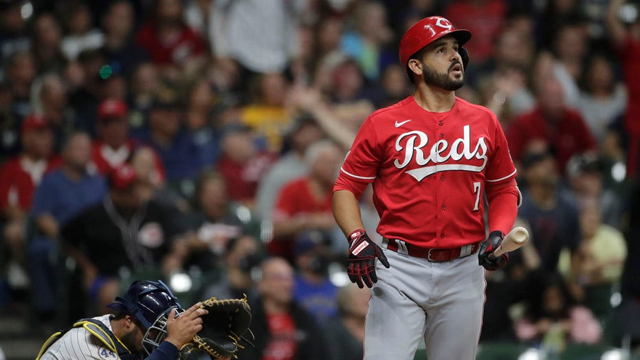 Suárez HR off Hader in 9th lifts Reds over Brewers 4-3