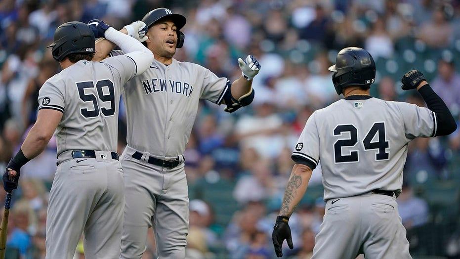 Stanton's homer starts barrage, Yankees thump Mariners 12-1