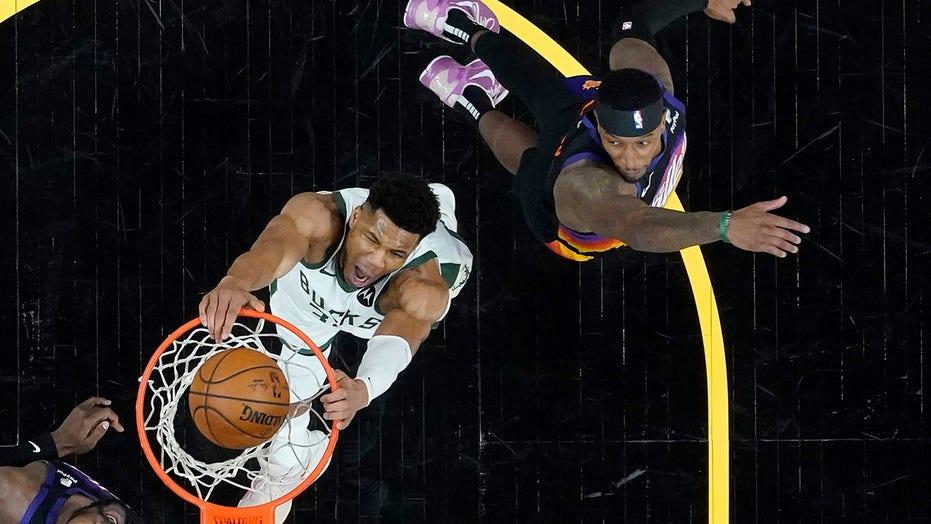 Bucks' Giannis Antetokounmpo thought knee injury was worse than expected
