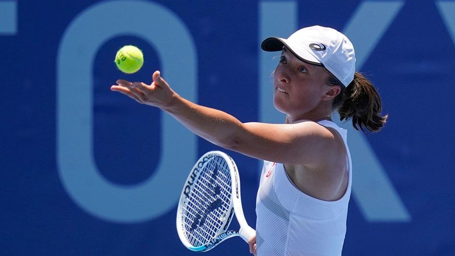 Swiatek, daughter of an Olympian, wins Tokyo tennis opener