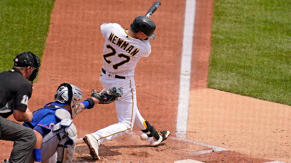 Pirates' Kevin Newman hits 1-foot dribbler off Mets pitcher, chaotic play ensues