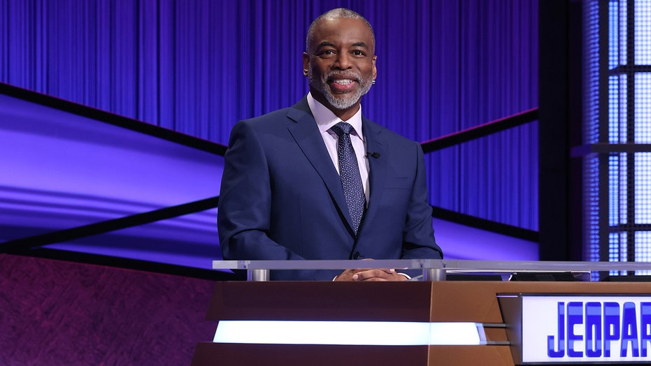 LeVar Burton talks fan petition for him to host 'Jeopardy!,' the 'impossibility' of living up to Alex Trebek