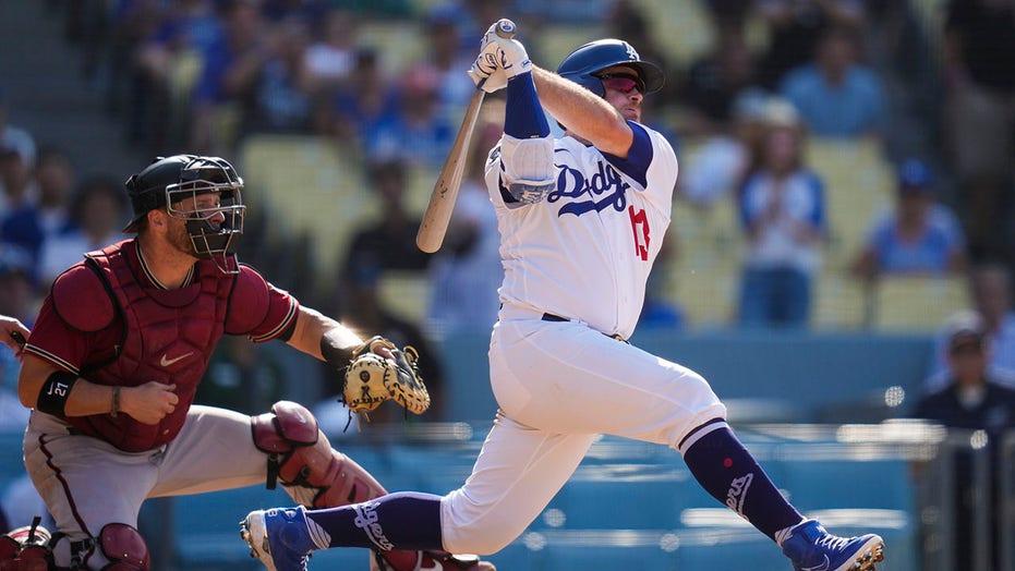 Muncy hits 3-run walk-off HR, Dodgers beat Diamondbacks 7-4