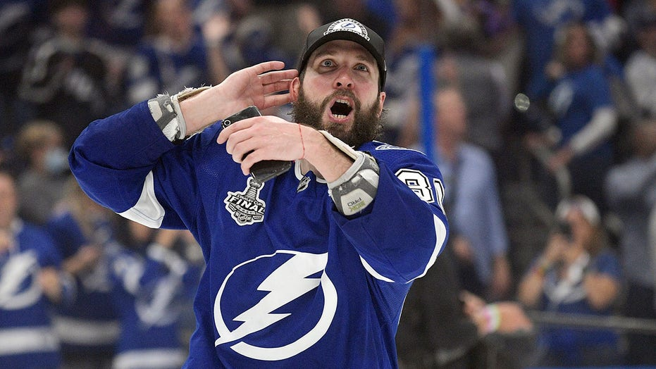 Shirtless Nikita Kucherov rips Canadiens fans after Lightning's Stanley Cup win