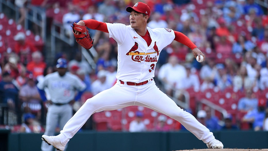 Kim earns 5th straight win on birthday, Cards beat Cubs 3-2