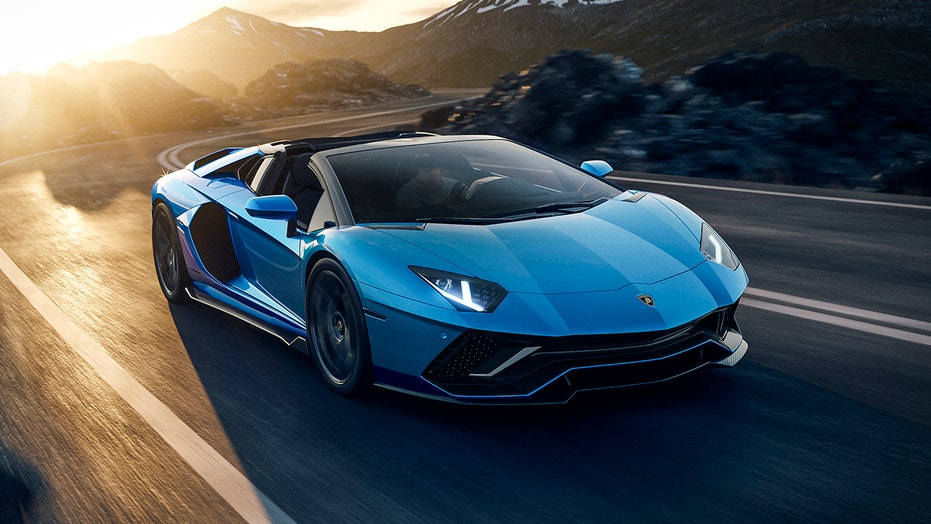 769 hp Lamborghini Aventador Ultimae celebrates internal combustion before brand goes hybrid