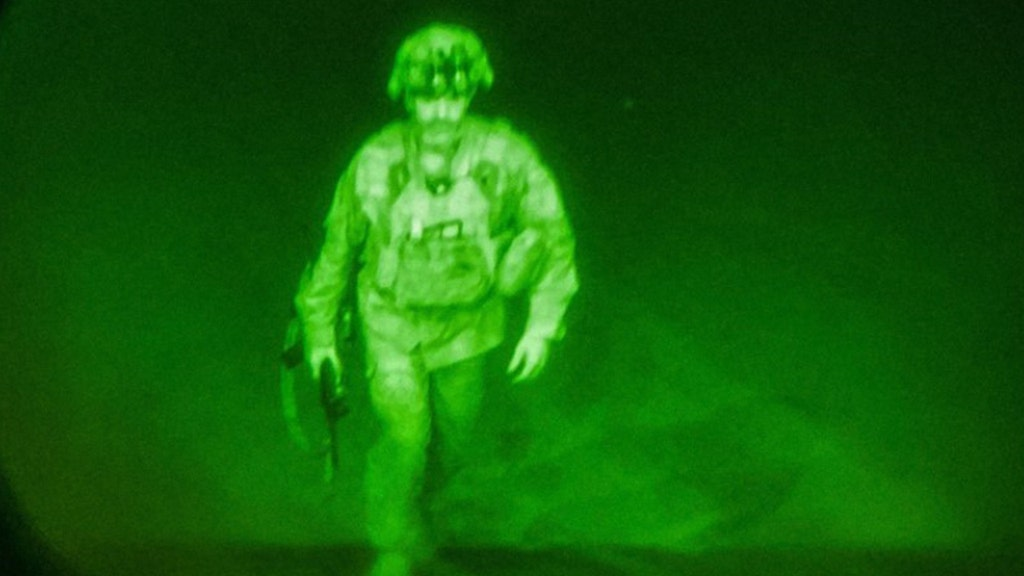 Haunting picture shows last US soldier to leave Afghanistan