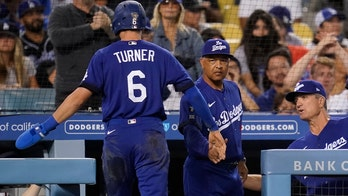 Dodgers hold off Mets 3-2 to extend win streak to eight