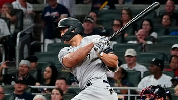 Stanton, Yankees win 10th straight, cool off Braves 5-1