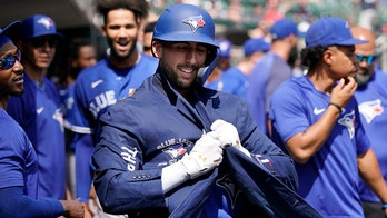 2 Jays homers enough for Berríos in 2-1 win over Tigers