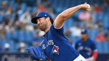Ray fans 14, Kirk gets winning hit, Jays beat White Sox 3-1