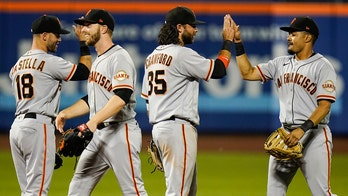 Giants turn 5 DPs, get Alonso with bags full to top Mets 3-2
