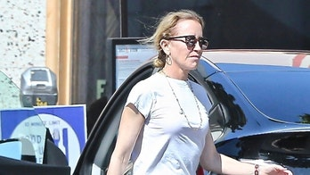 Felicity Huffman grabs takeout food with husband William H. Macy as she tries to make TV comeback