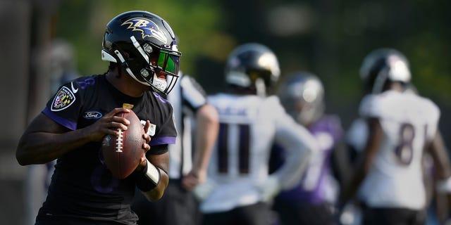Baltimore Ravens quarterback Lamar Jackson throws during an NFL football practice, Monday, Aug. 9, 2021 in Owings Mills, Md. (AP Photo/Gail Burton)