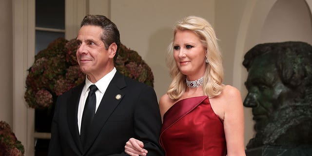 New York State Gov. Andrew Cuomo and his then-girlfriend and television chef Sandra Lee arrive at the White House for a state dinner October 18, 2016.