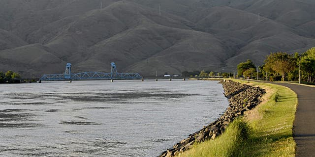 Washington's U.S. Bicycle Route 81 travels through Snake River Canyon, a region that lies between the city of Clarkston (in Washington) and southern Idaho.