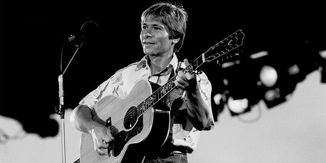 American musician John Denver (1943 - 1997) performs on stage at Chicagofest, Chicago, Illinois, August 9, 1982.?