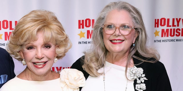 """Ruta Lee (剩下) and Ann Jillian attend the Hollywood Museum Grand Reopening and Book Launch Party for Ruta Lee's """"Consider Your A-- Kissed"""" at The Hollywood Museum on May 28, 2021, 在好莱坞, 牛犊."""