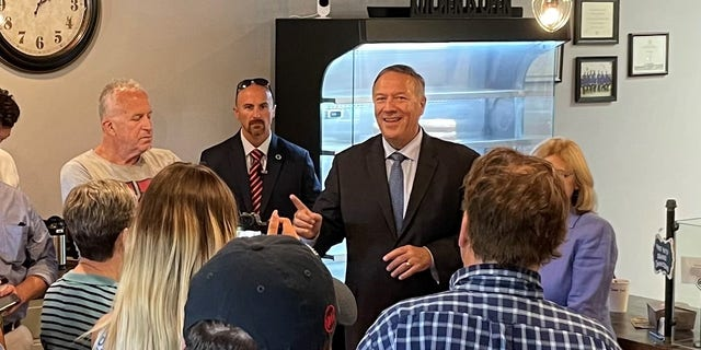 Former Secretary of State Mike Pompeo headlines an event for a GOP candidate running in a special legislative election, in Bedford N.H. 在八月 31, 2021