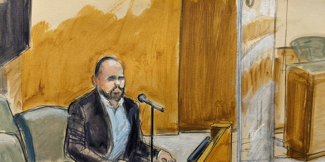 In this courtroom artist's sketch, former R. Kelly employee Tom Arnold testifies at the R&B star's trial in New York, Thursday, Aug. 19, 2021.
