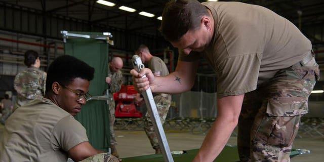 US-Militärangehörige und Freiwillige bereiten sich darauf vor, den Luftwaffenstützpunkt Rammstein in Deutschland zu verlassen.  (Foto von Fliegerhorst Rammstein)