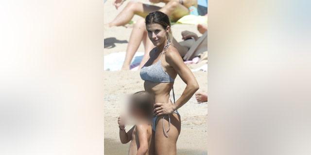 Italian actress Elisabetta Canalis was soaking up the sun with her daughter Skyler.