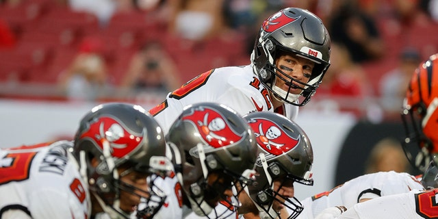 Tampa Bay Buccaneers quarterback Tom Brady waits for the snap against the Cincinnati Bengals during the first quarter at Raymond James Stadium Aug, 14, 2021. (Kim Klement-USA TODAY Sports)