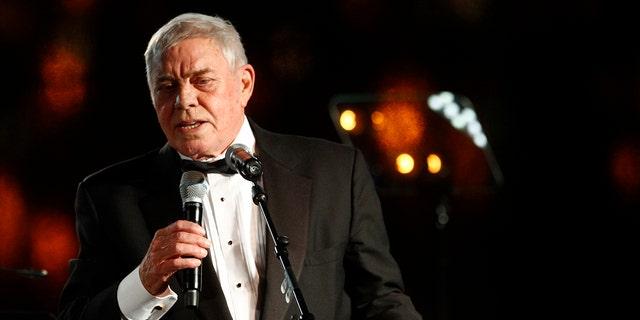 Tom T.  Hall accetta l'Icon Award alla 60a edizione dei BMI Country Awards a Nashville, Tennessee nel 2012 (The Associated Press)